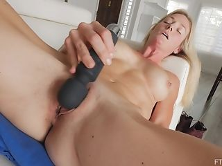 Sydney Loves To Masturbate With A Hitachi On Her Matures Pink Clittie