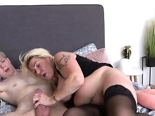 Blonde Bombshell Likes To Suck A Dick Before Getting Banged Hard