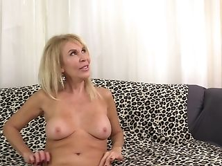 After A Deep Throat Erica Lauren Wants To Reach Orgasm With A Dude