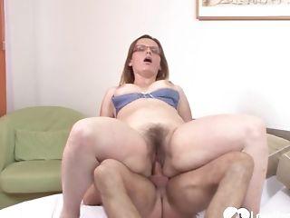 Big Backside Cougar Mega-bitch Rammed In The Afternoon