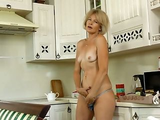 Matures Housewife Diana Gold Examines Her Hairy Honeypot With Frigs